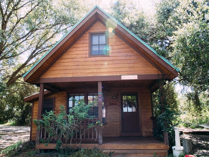 CEDAR CABIN at The Florida Ridge