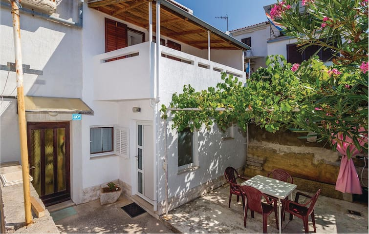 Terraced house with 2 bedrooms on 40m² in Punat
