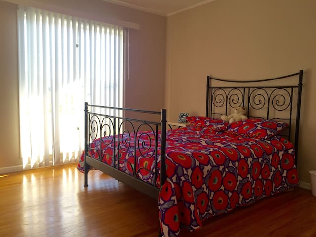 Sunny Private Room minutes from beach and SF! - Daly City