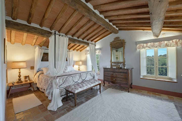 Luxury Tuscany 6 bed villa with pool