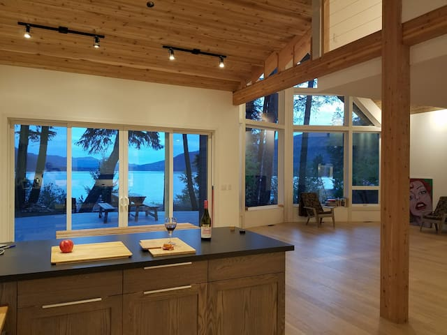 Full house - New and modern, views and hot tub! - Christina Lake