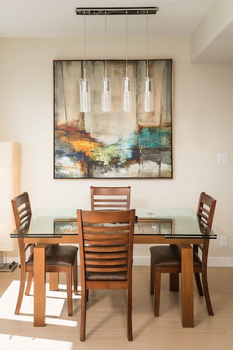 Dining Area - Plenty of room for dining-in and entertaining guests.