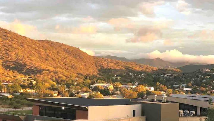 Sunny Windhoek apartment: Walk to Mediclinic