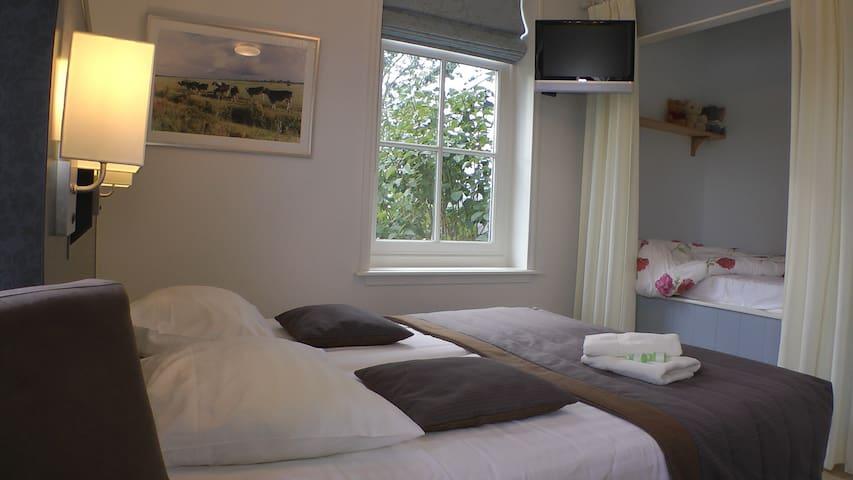Luxe familie kamer met bedstee - Katwoude