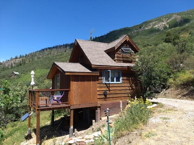 Small Cabin, Big Mountain Views