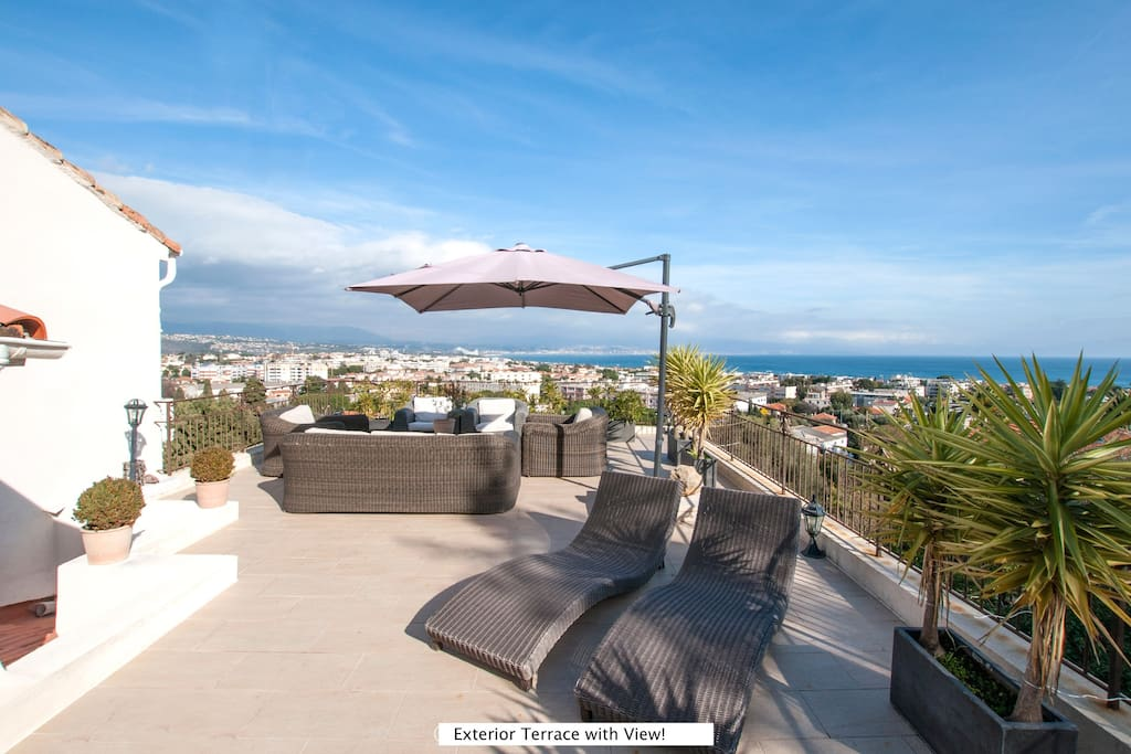 Top level terrace with 260 views of the sea, mountains, Fort Carre