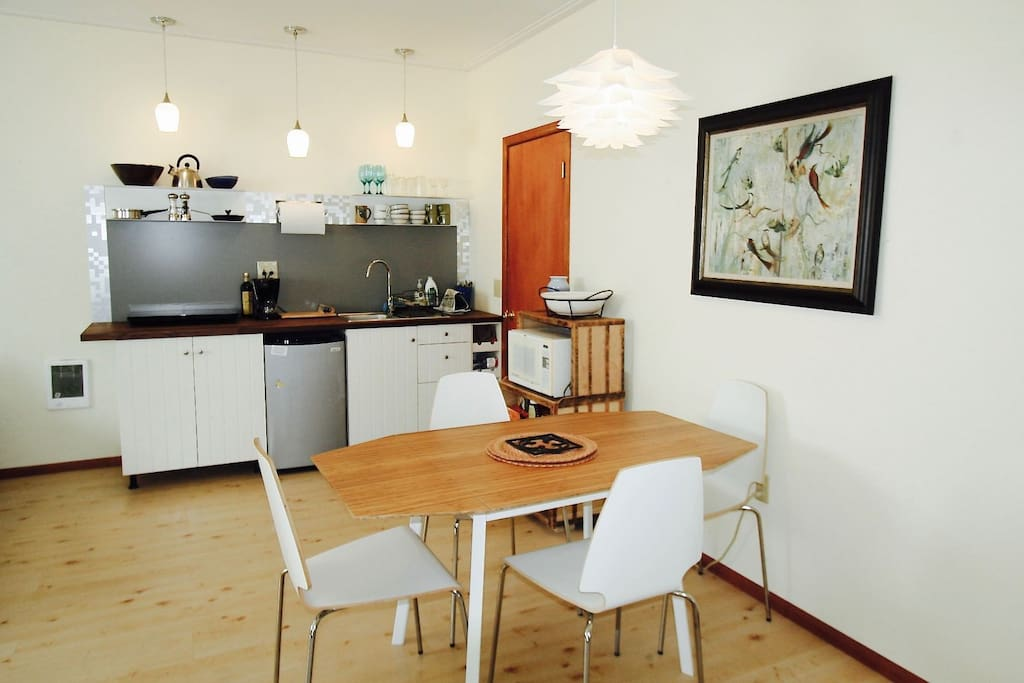 Kitchen Dining Area: Table/chairs for 4 and microwave