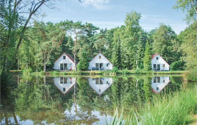 Holiday cottage with 3 bedrooms on 75m² in Vledder