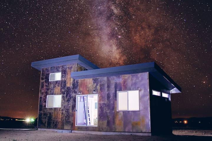 Steel Range - A Modern Cabin