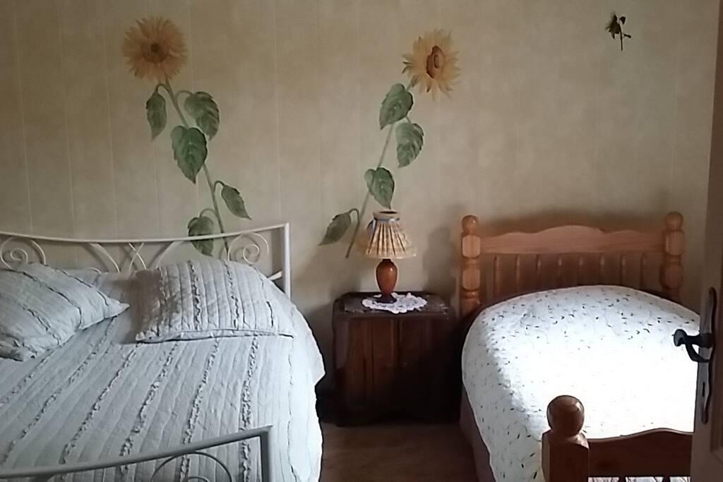 1 chambre avec 2 lits