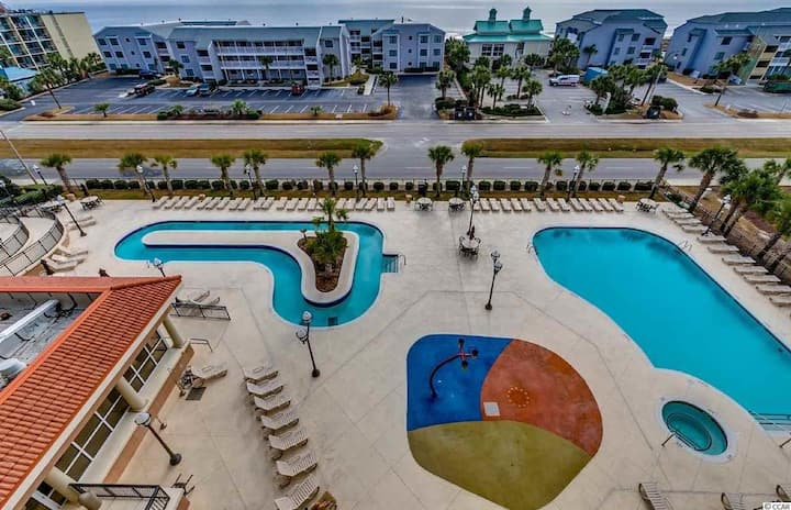 Snowbirds Paradise! Indoor Pool, Jacuzzi and Gym!
