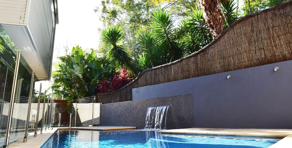 Tropical resort living with pool - Macmasters Beach - Casa