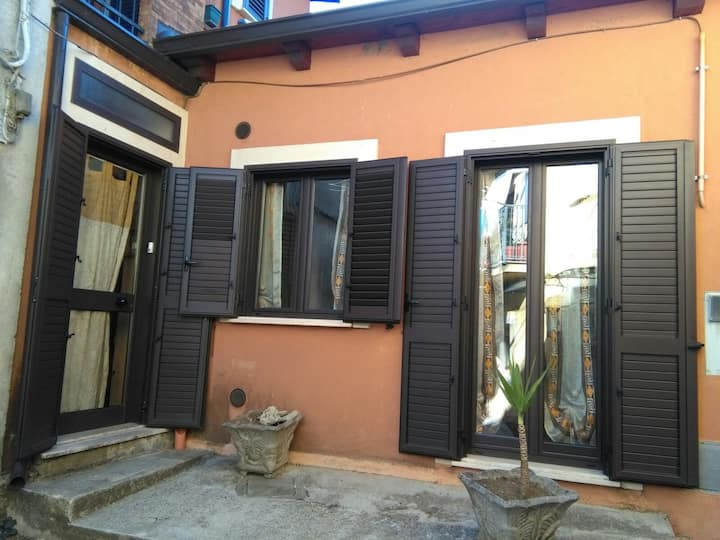 Casa indipendente nel centro storico di Serra.