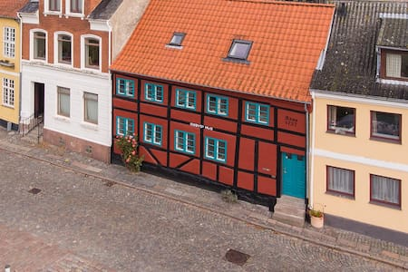 Kisbyes House