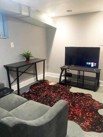 Free WiFi Cable TV & Comfy  Love Seat