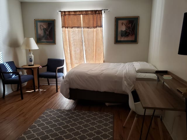 (T2) Private room · NRG · close to med center!