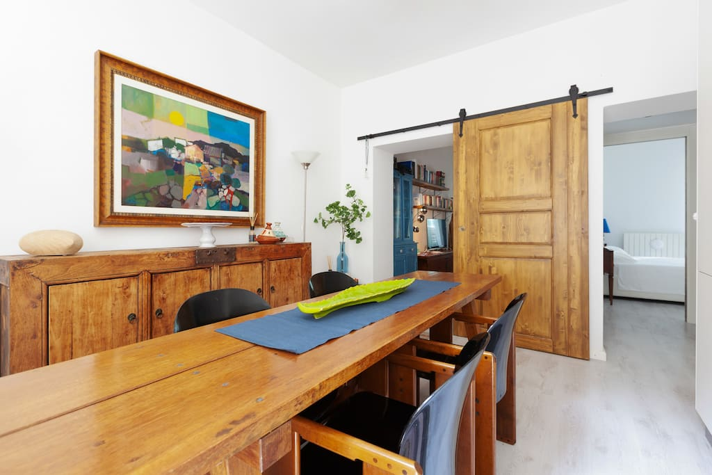 The equipped kitchen  & the dining table