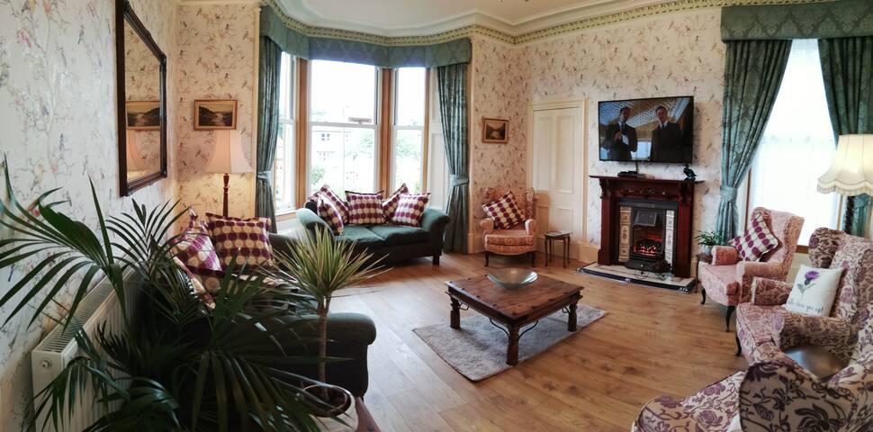 Glengarry House,  Callander,  Spacious Villa,