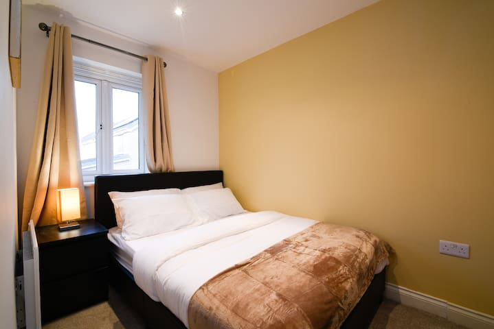 Nice Room close to Pride Park and City Centre