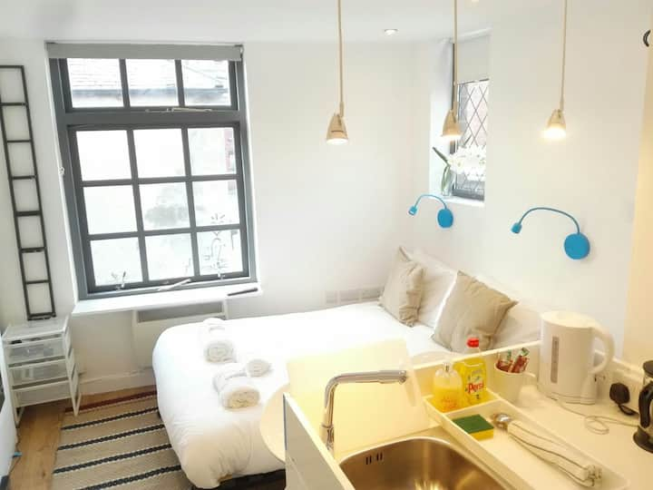 'URBAN COOL' STUDIO Private en suite- NORTH LEEDS