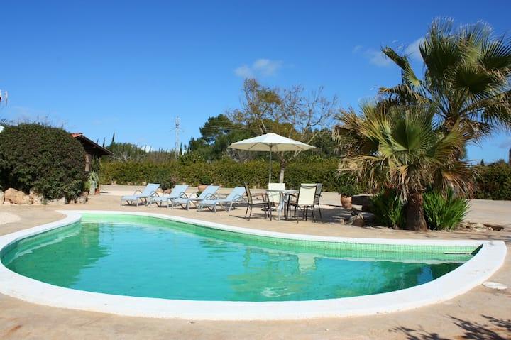 Romantic, Family friendly finca with lagoon pool