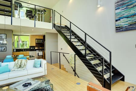 Modern Loft in heart of Downtown - Albuquerque