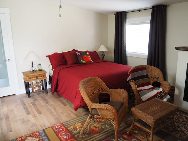 Quiet Getaway in Heart of Kelowna - Kelowna - Apartemen