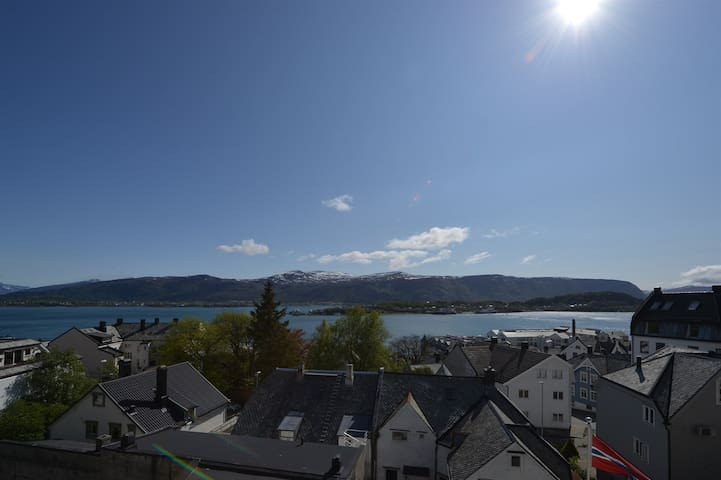 Penthouse with great view in centrum - Alesund - Huoneisto