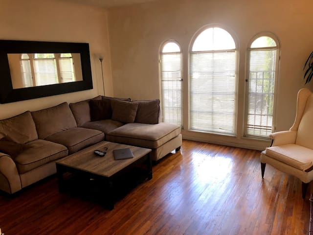 1 Bedroom Apartment - Beverly Hills, Cedars Sinai