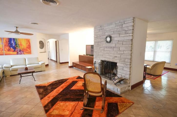 Spacious Private House Minutes to the Beach - Fort Pierce - Ev