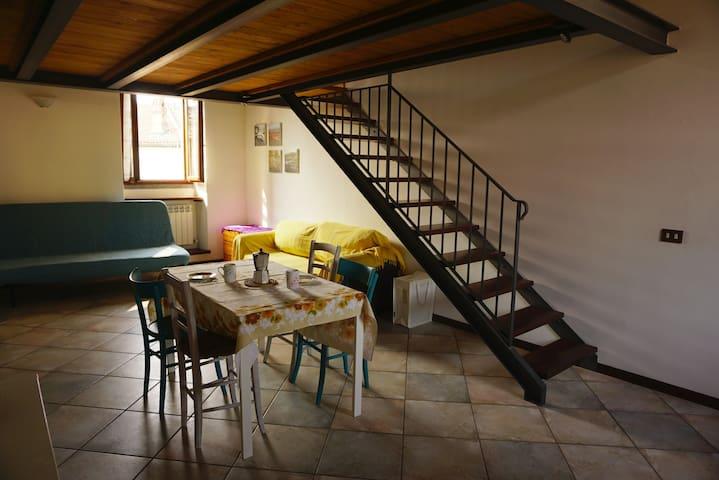 Il soggiorno/pranzo con il divano letto matrimoniale - Living room with sofa-bed