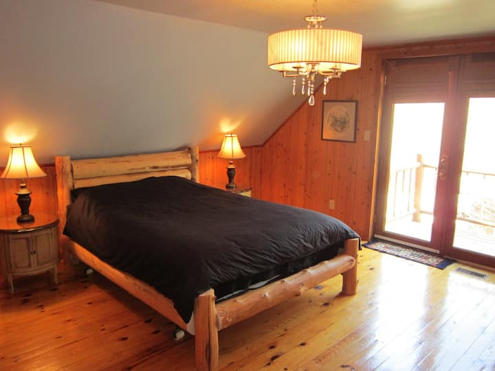 The Wolf den bed and breakfast room#1