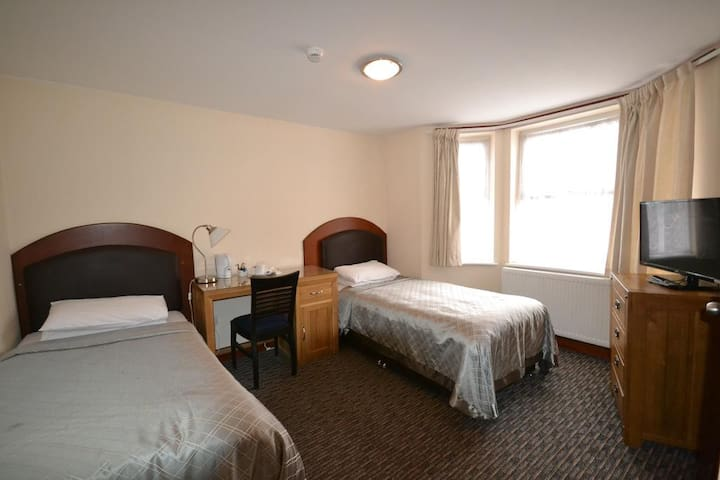 AirportGuestHouse 5 - Twin room