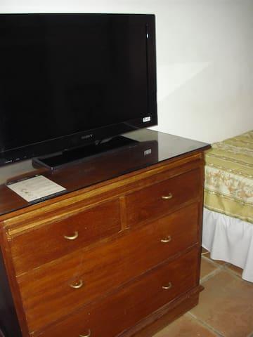 Television y gabetero/escritorio