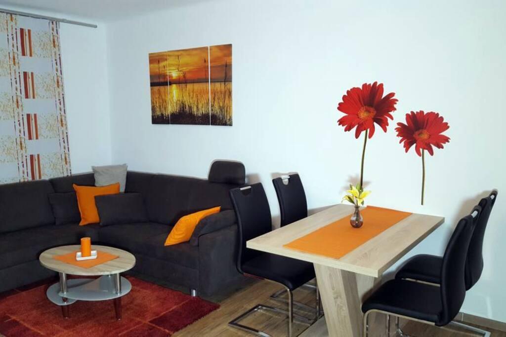 Kuscheliges Wohnzimmer mit ausziehbarer Sedda-Schlafcouch