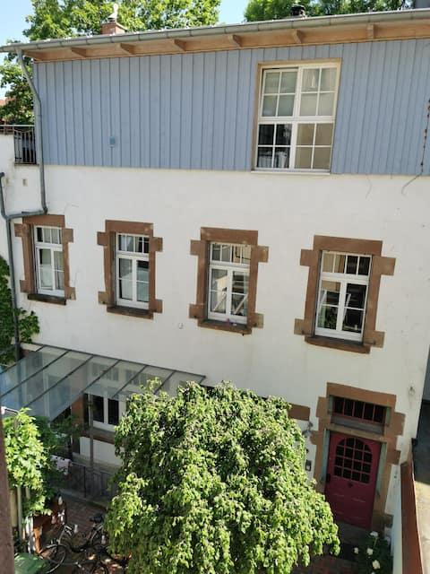 Anno 1898, Wohnung in altem Werkstatthäuschen