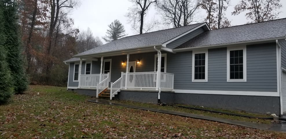 Entire House 3 Bedrooms 1650sf Hendersonville NC