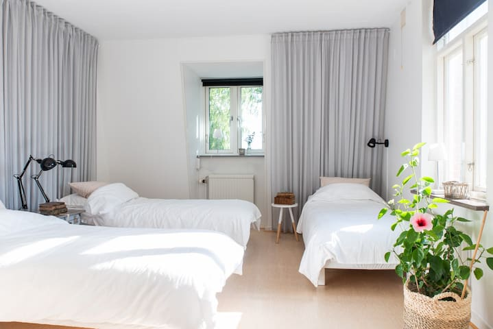 Sovrum 1 / Bed room 1
