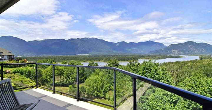 Riverview B&B -  Large Luxurious Executive Home