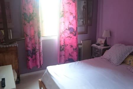 chambre indep avec lit double
