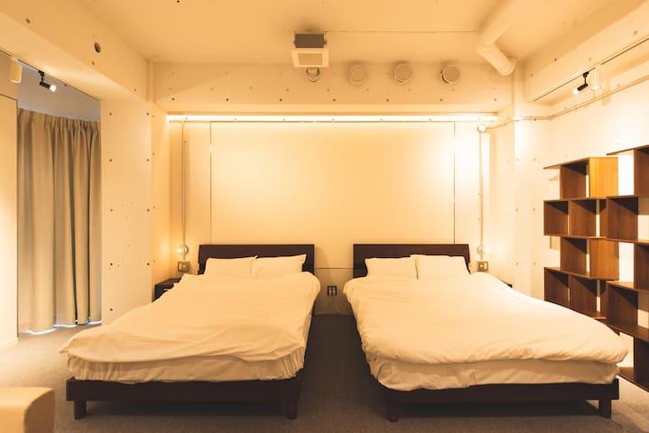 ゆったりとしたダブルベッド Large double bed