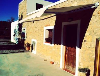 acogedora casa con acceso a piscina - San Miguel de Balansat - Rumah