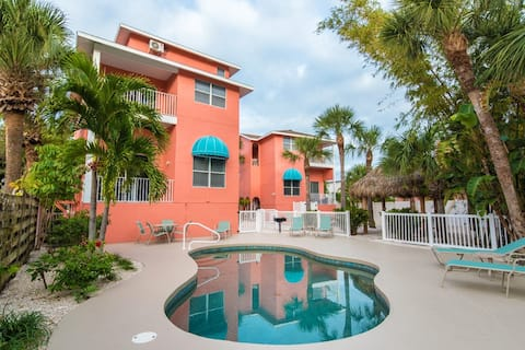 5213A Calle Menorca - Pet Friendly Condo Conveniently Located in Siesta Key Village with Brand New Pool and Interior