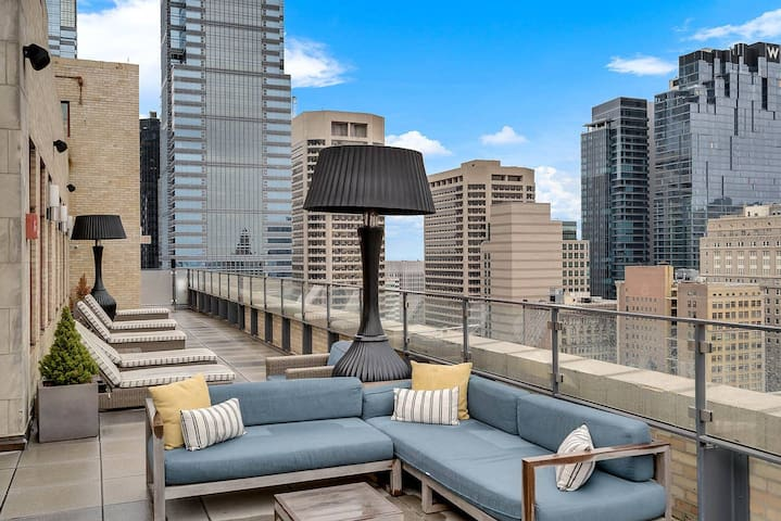 NUOVO | Fantastic Rooftop ★ Great Location in Center City ✓ :)