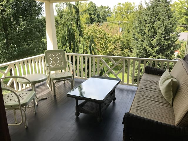 Private Downtown Sunny Retreat w/ Spacious Balcony