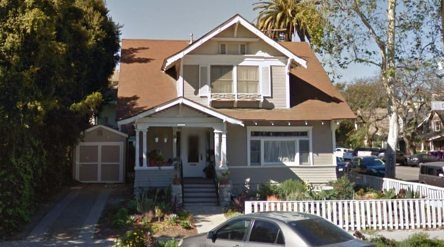 Huge Room in Historic LBC Craftsman - Long Beach
