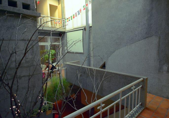 6 female  dorm/六人女生宿舍房/近捷運 ‧ 士林夜市