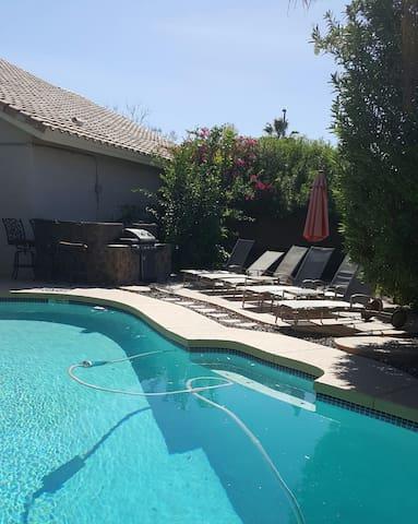 LOCATION, LOCATION! Modern Luxury Scottsdale House