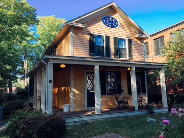 Private Room/Charming Home: Pie,Parking,Porches!