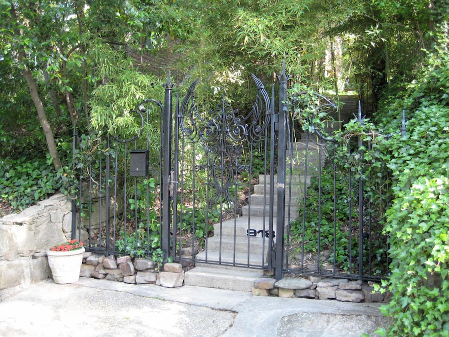 On arrival an incredible hand-forged iron gate by ironwork artist CorrinaSephoraMensoff greets you at the street.